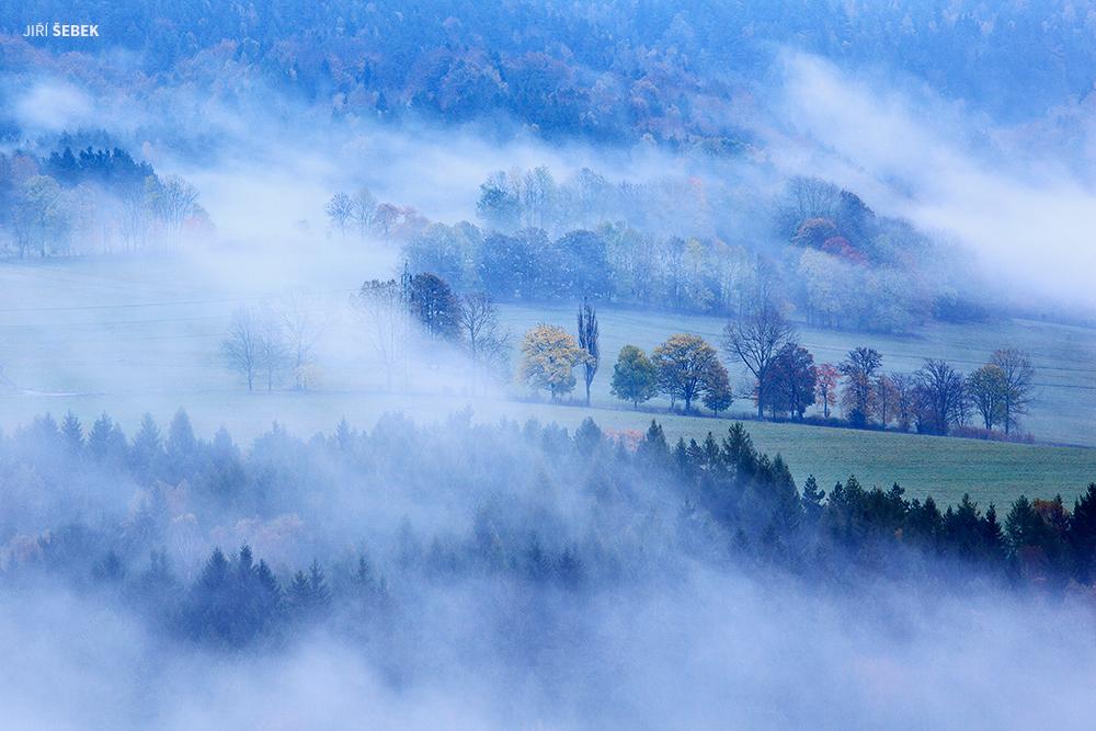 Mlha pod studencem