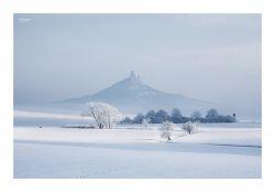 fotografie Hazmburk pokrytý sněhem