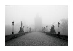 fotografie Karlův most v mlze, Praha